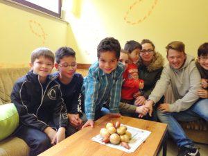 Kindergottesdienst im Telos ... Kartoffel-/Zwiebelwettessen